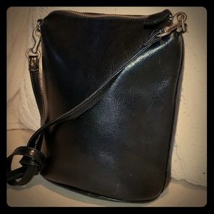Black classic Gap leather crossbody bag